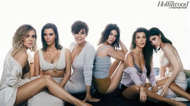 Nha Kardashian phan ung ra sao truoc tin 'bau bi' cua Kylie Jenner?