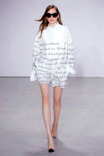 Thời trang tối giản được chú ý tại tuần lễ thời trang London, New York