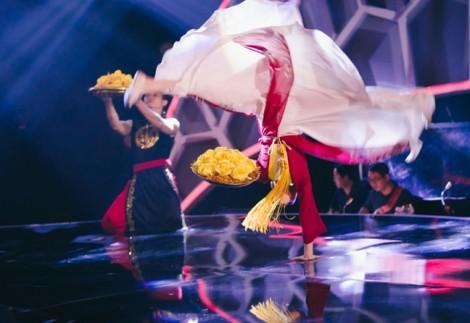 Nhạc sĩ Thanh Bùi 'đứng tim' khi xem cô bé 9 tuổi múa mâm
