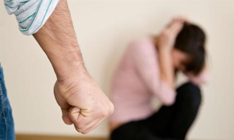 Bị chồng đánh chảy máu mũi, bầm mắt vì bệnh không 'chiều' được chồng