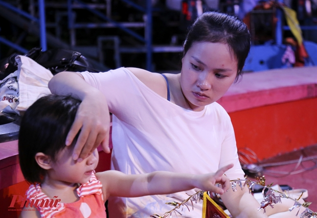 Dien vien xiec nu: Co thai 5 thang van len san khau dien lac vong