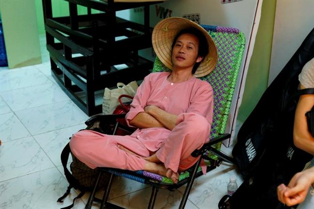 Hoai Linh 'nong mat' bo ghe nong vi tranh cai voi Hien Thuc, Xuan Bac?