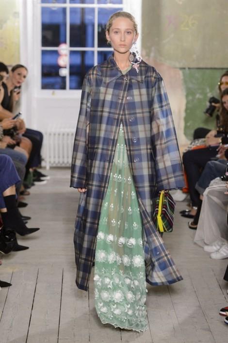 Họa tiết caro len lỏi vào các thiết kế trong tuần lễ thời trang Luân Đôn
