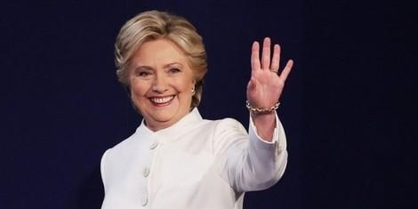 Hillary Clinton choáng khi phải tốn quá nhiều thì giờ chỉ để trang điểm