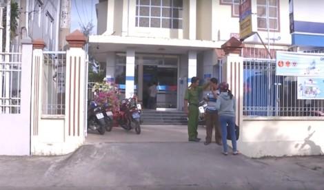 Vĩnh Long: Bịt mặt, cầm súng vào cướp ngân hàng như phim hành động