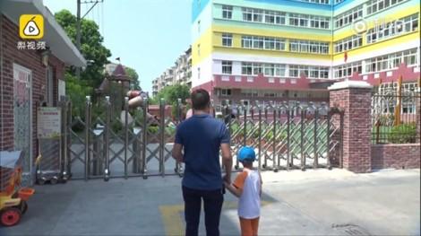 Khuôn mặt biến dạng vì bỏng, cậu bé 4 tuổi gian nan tìm trường mẫu giáo