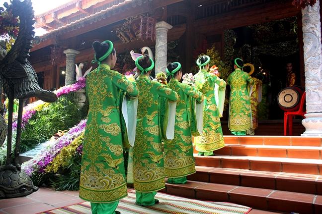 Hoai Linh cung nhieu nghe sy chung tay to chuc le gio to san khau