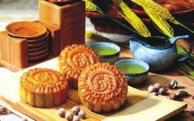 An banh Trung thu the nao de khong tang can?