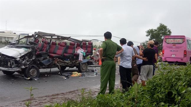 Vu xe khach dau dau khien 6 nguoi chet: Gap nan tren duong hanh huong den nui Ba Den