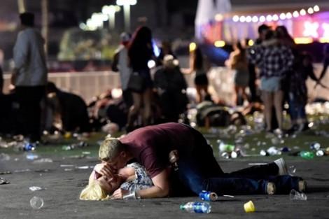 Đằng sau những bức hình ám ảnh trong vụ xả súng Las Vegas
