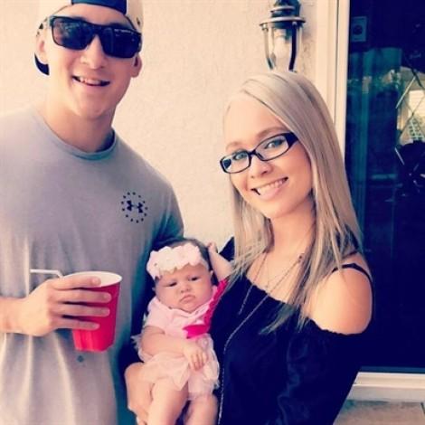 Vụ xả súng Las Vegas: Người mẹ trẻ dùng lưng đỡ đạn cho chồng sắp cưới