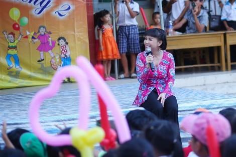 Sao Việt vui Trung thu với trẻ em nghèo