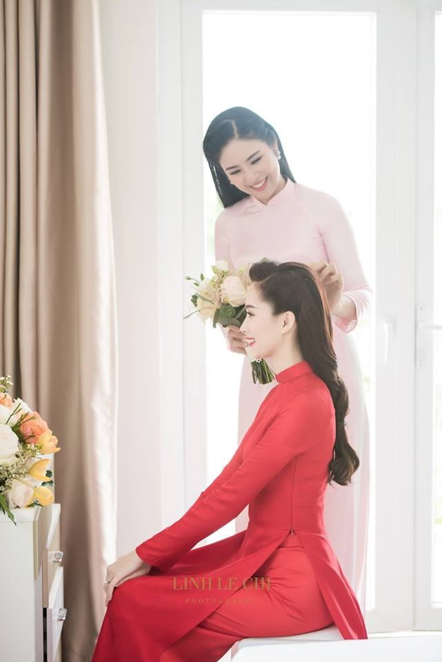 Nhung khoanh khac hoa hau Dang Thu Thao roi nuoc mat trong ngay cuoi gay xuc dong