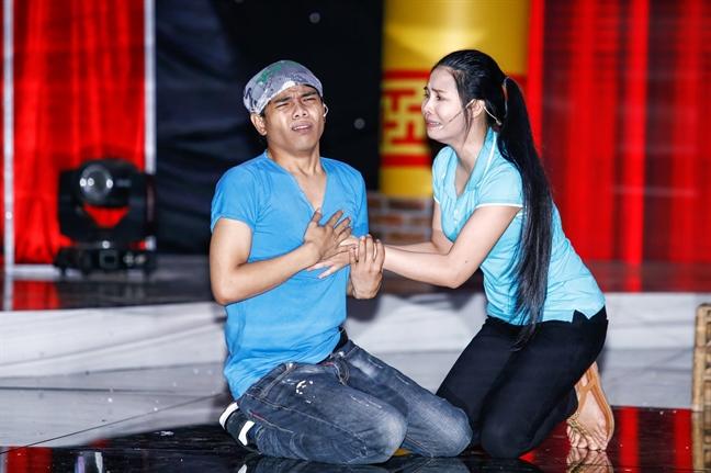 Viet Huong tinh nguyen de Bao Chung 'tha de' ngay tren san khau