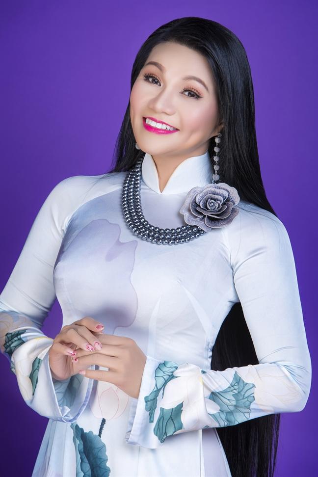Nghe si cai luong Ngoc Huyen bieu dien trong nuoc sau 15 nam vang bong