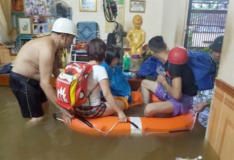 Nước lũ cuốn trôi ba người mất tích ở Nghệ An