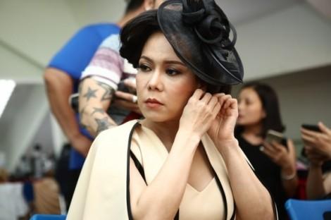Việt Hương trích 1/4 cát-sê để đầu tư trang phục làm giám khảo