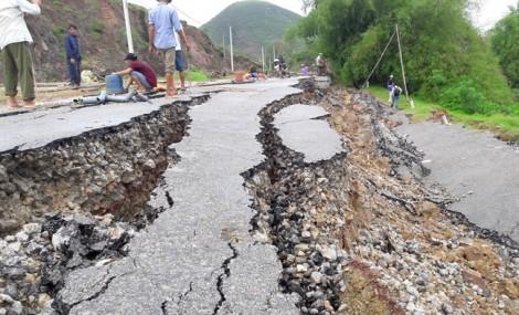 Vụ đường gần 70 tỷ sạt lở: Do người dân san lấp mặt bằng và... trời mưa to?