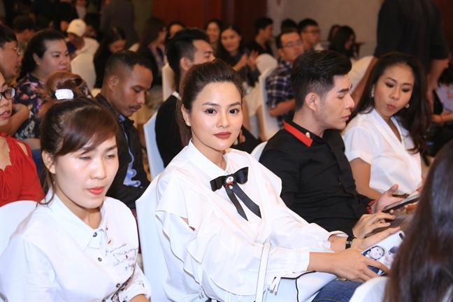 Thanh Hang khong mang cat-se khi lam dao dien le hoi thoi trang cua TP.HCM