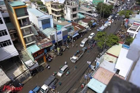 Ngập nước, kẹt xe bủa vây người dân Sài Gòn