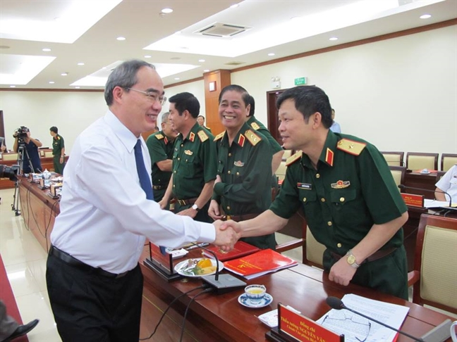Bo Quoc phong ho tro dat de giai quyet un tac san bay Tan Son Nhat va cang Cat Lai