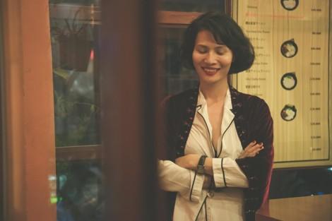 Nhà thiết kế Li Lam: 'Mùa thu nên mặc chiếc áo ấm ôm vào người'