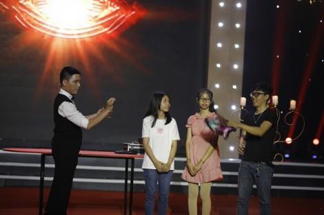 Kiều Oanh thót tim khi hỗ trợ thí sinh biểu diễn ảo thuật