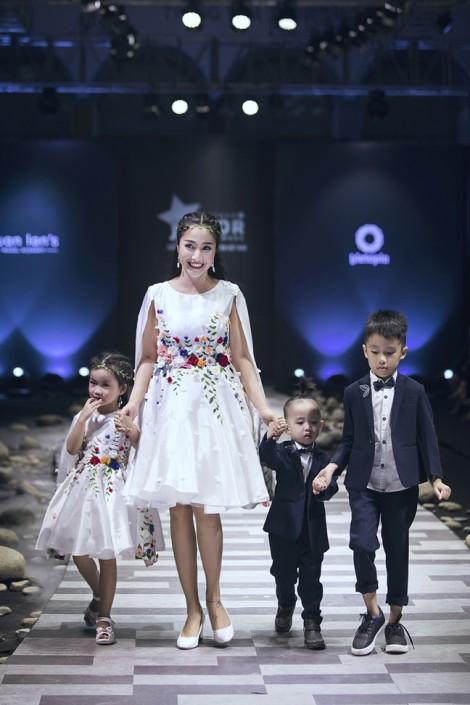 Kỷ niệm 9 năm ngày cưới, Ốc Thanh Vân khoe các con trên sàn diễn thời trang