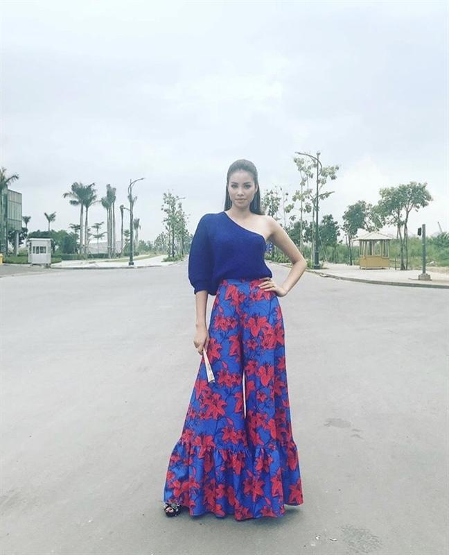 My nhan Viet me tit vay ngan trong street style tuan qua