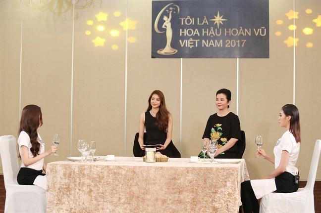 Thi sinh 'Hoa hau Hoan vu Viet Nam 2017' lung tung, boi roi vi tieng Anh kem