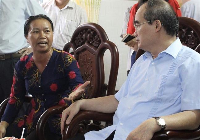 Nong dan nuoi heo than voi Bi thu Thanh uy vao VietGap cung... nhu khong