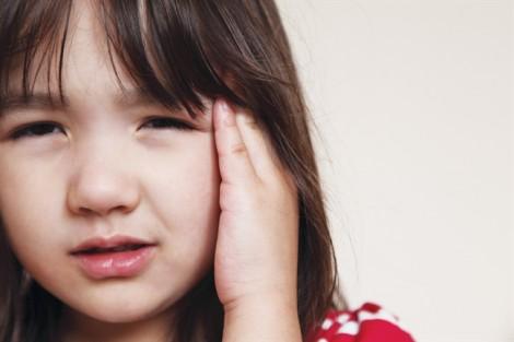Trẻ mắc tật nói leo