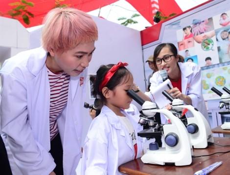 Nhật ký một ngày làm 'nhà khoa học nhí' của cô bé homeschool nhà Uyên Bùi