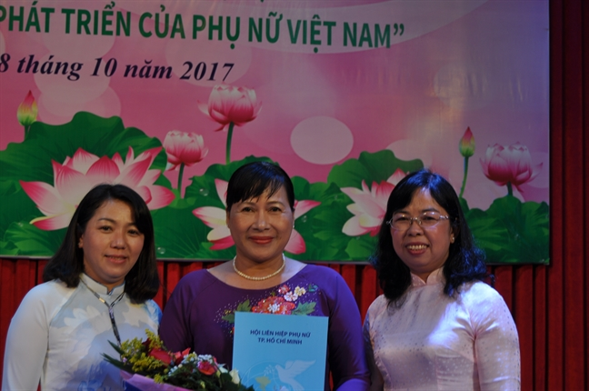 Quan 6: Chuc mung ca nhan nhan Giai thuong Nguyen Thi Dinh