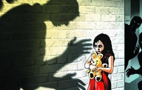 Bé gái 11 tuổi bị 'yêu râu xanh' xâm hại giữa đường