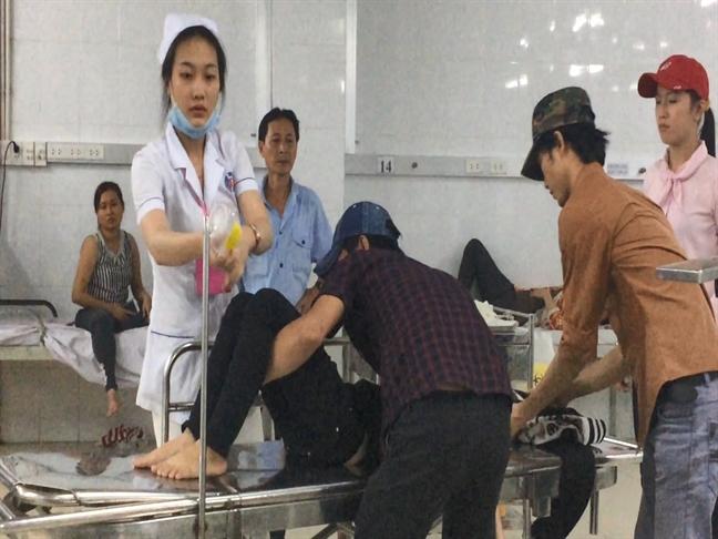 Hang tram cong nhan o Binh Duong ngo doc khi an bun rieu cua