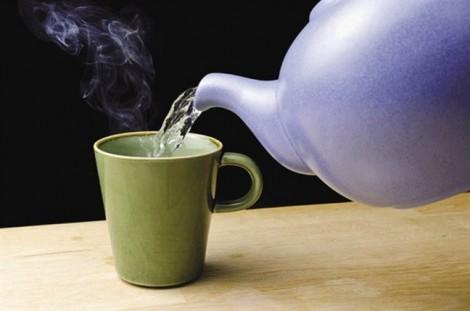 Lợi ích việc uống nước nóng: Nhiều người biết vẫn bất ngờ