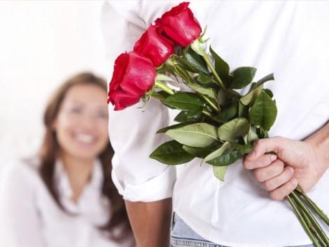 Socola với hoa hồng chắc phải bái phục những món quà của chồng tôi