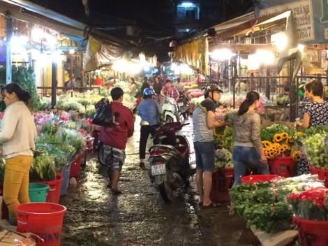 Chợ hoa lớn nhất Sài Gòn không ngủ trước ngày 20/10