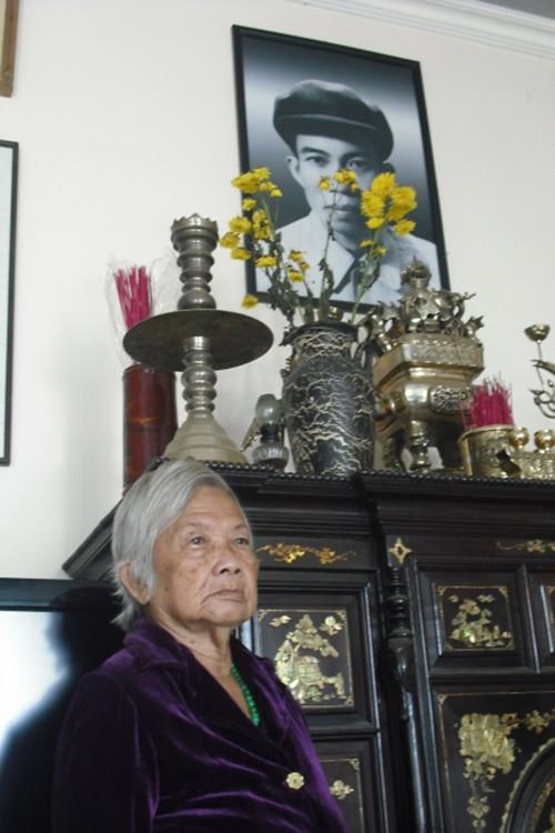 Vo co thi si Nguyen Binh da ve dat cung ong