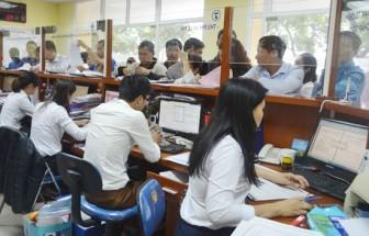 Cán bộ, công chức nói gì về quy định không mặc quần jeans, áo thun nơi công sở?