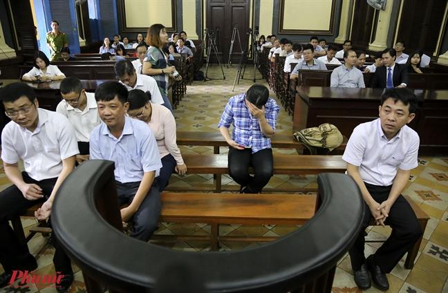 Vu VN Pharma: Bi xet hoi gay gat, Vo Manh Cuong lon tieng 'to' tham phan ep nguoi