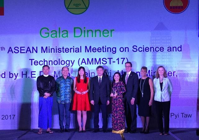 Nu tien si Viet doat giai nhat Giai thuong khoa hoc ASEAN - Hoa Ky