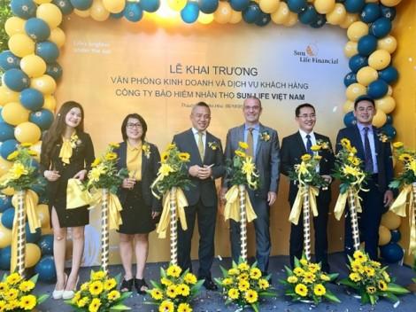 Sun Life Việt Nam khai trương liên tiếp 5 Văn phòng Kinh doanh và Dịch vụ Khách hàng mới