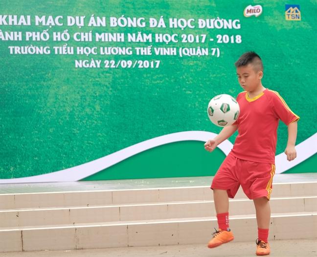 4 nam nuoi duong tinh yeu bong da cho con