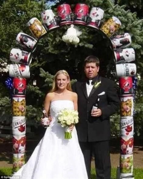 Tự trang trí đám cưới độc - lạ và các 'thảm họa'