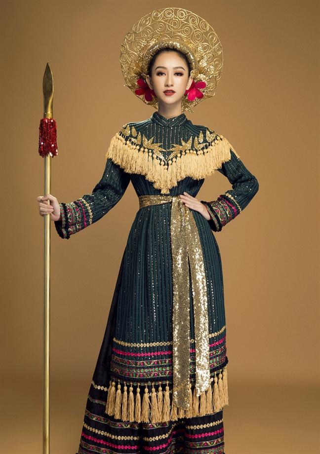 Ha Thu va tinh than truyen thong tai 'Hoa hau Trai dat 2017'