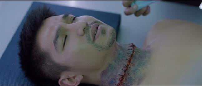 Ron nguoi voi canh Cuong Seven bi cat dau trong phim