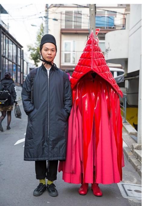 Trang phục độc đáo, quái lạ khuấy động tuần lễ thời trang Tokyo