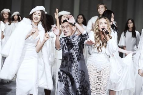 Hoa hậu Kỳ Duyên cuốn hút trên sàn diễn với sắc trắng dành cho mùa thu đông